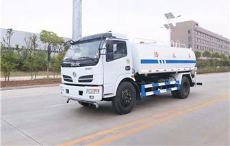 东风福瑞卡8吨洒水车