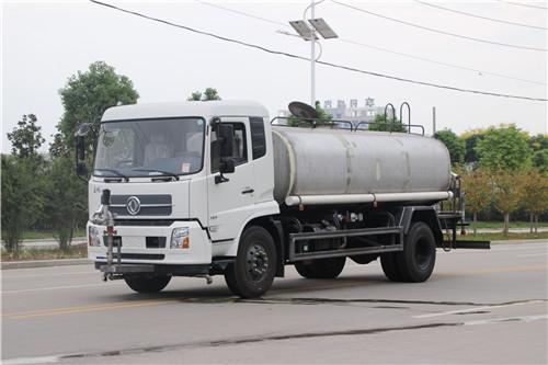 东风D9-15吨洒水车