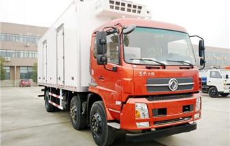 东风天锦小三轴冷藏车厢长8.6米