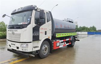 国六解放15吨洒水车