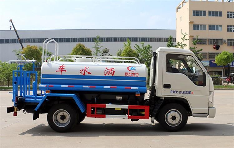 蓝牌福田时代2吨洒水车多方位视角图片