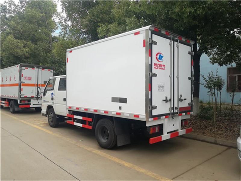 江铃双排冷藏车厢长3.22米多方位视角图片