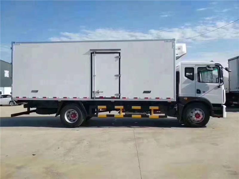 东风D9多利卡冷藏车厢长6.8米多方位视角图片