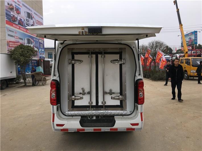 长安睿行面包冷藏车3.5立方多方位视角图片