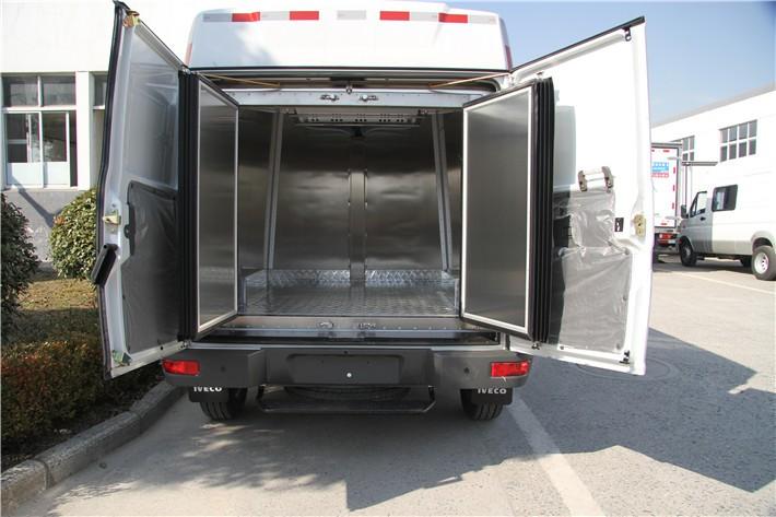 依维柯面包冷藏车4.9立方多方位视角图片