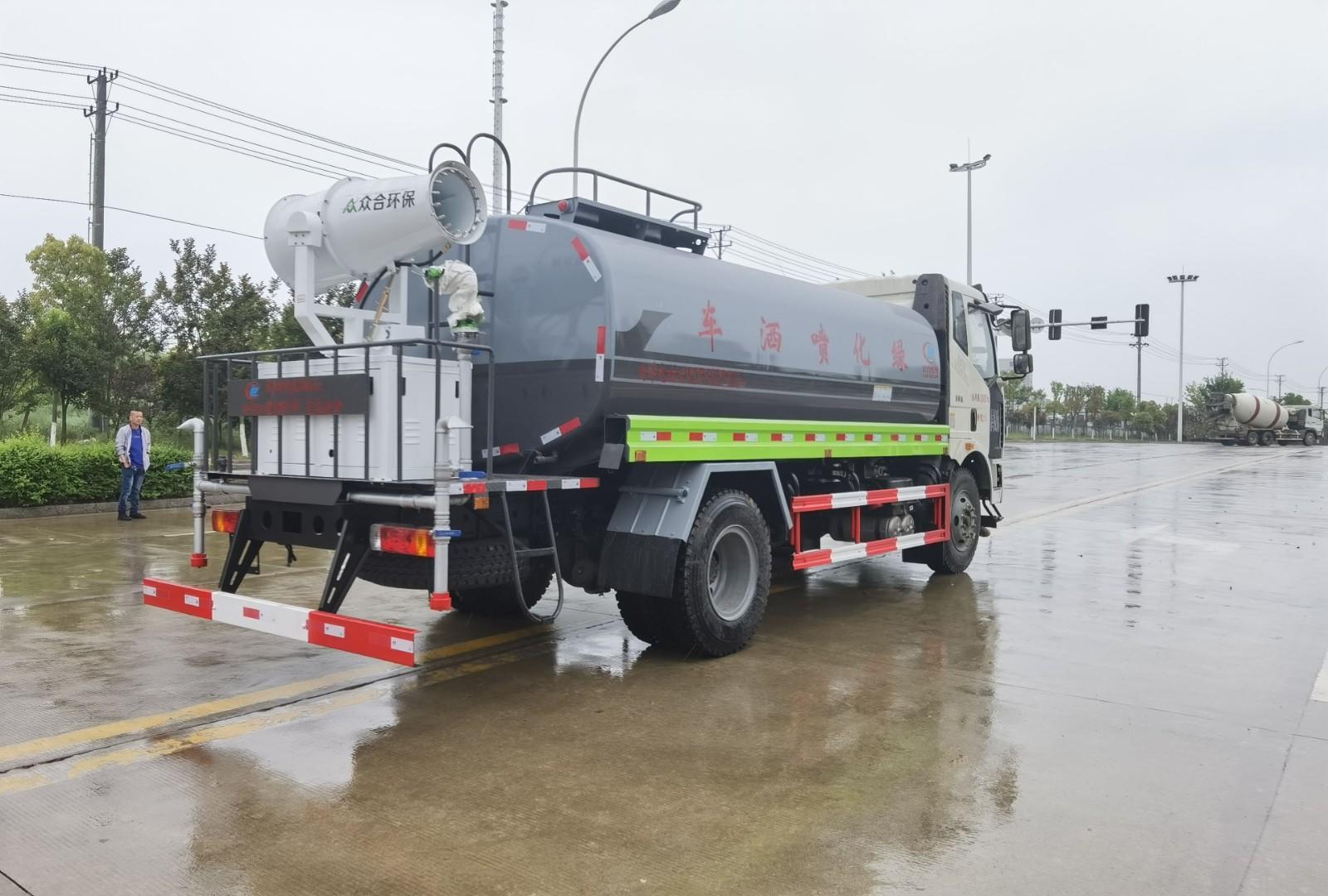 国六解放15吨洒水车多方位视角图片