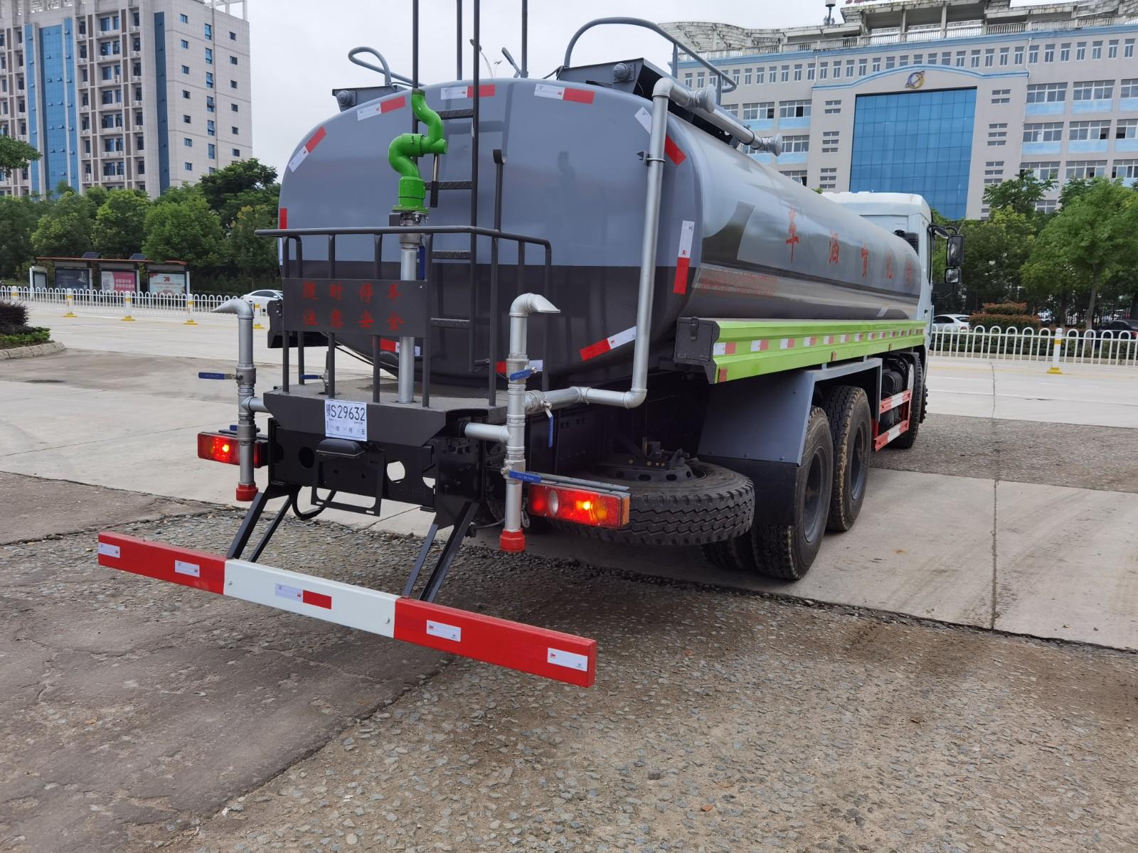 国六东风(D3)18吨洒水车多方位视角图片